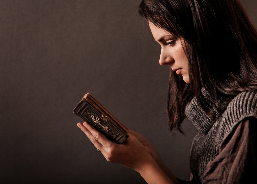 woman-reading-bible-and-praying.jpg